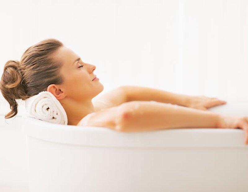 Tomarte un baño la noche anterior hará que tengas más tiempo para dormir en la mañana.