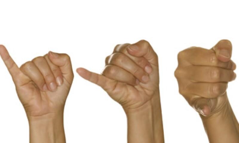 Las personas con deficiencias auditivas utilizan el lenguaje de las señas, que puede ser aprendido con este dispositivo. (Foto: Thinkstock)
