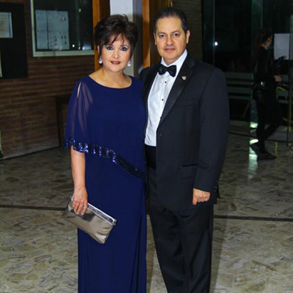 Lorena Flores de De la Garza y Víctor de la Garza