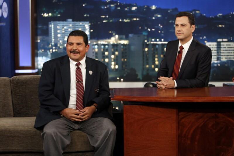 El miércoles durante el programa Jimmy Kimmel Live, el guardespaldas del comediante dedicó una canción a Donald Trump acompañado de mariachis.