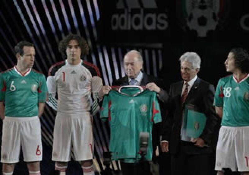 La selección mexicana espera la definición del grupo en el que jugará durante el Mundial de Fútbol en Sudáfrica. (Foto: AP)