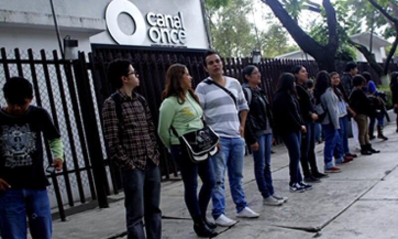 El martes, estudiantes del IPN se concentraron en Canal 11 para una toma simbólica del inmueble. (Foto: Cuartoscuro )