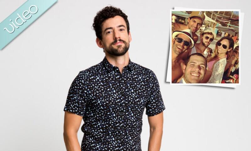 El actor de Club de Cuervos pasa unos días en la playa junto a Renato López y Alfonso Dosal, además Salma Hayek presume amistad con Penélope Cruz y Kim Kardashian se divierte con North.