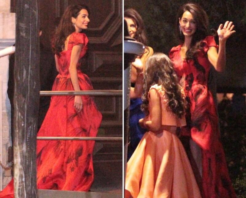 Amal Alamuddin lució un elegante vestido firmado por Alexander McQueen para su último día de soltera.