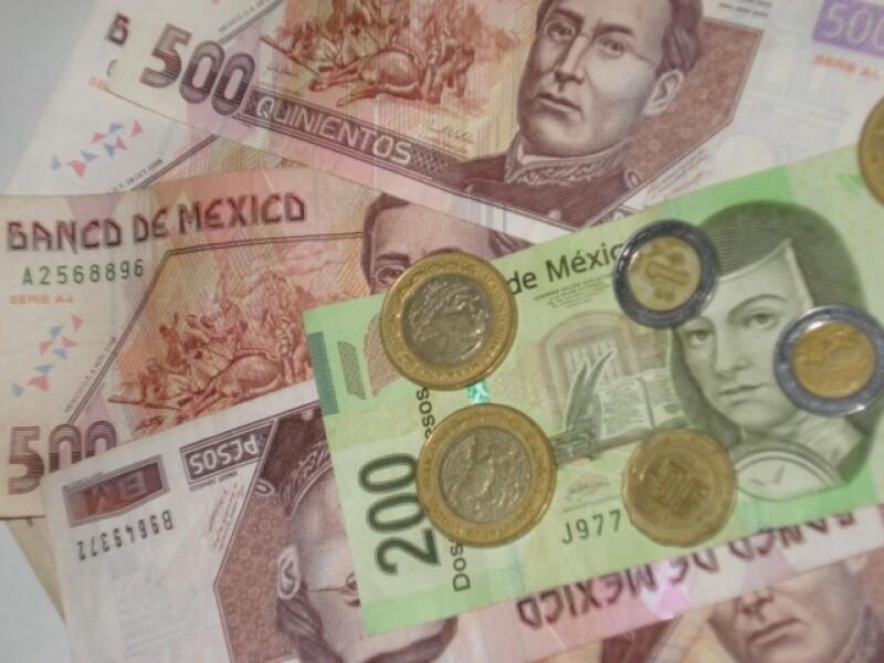 El peso se ve afectado por malos datos sobre la economía de EU difundidos este jueves. (Foto: Karina Hernández)