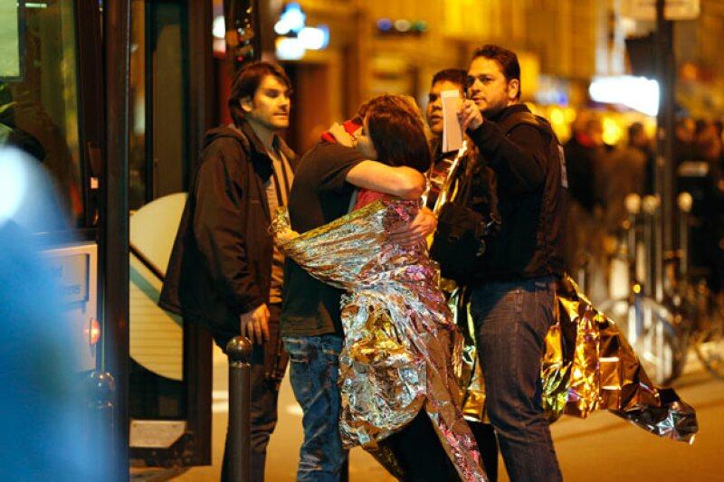 Al parecer la situación ya está bajo control. La policía asegura que los involucrados en el atentado están muertos.