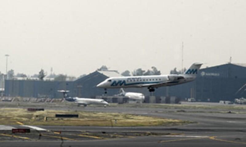 """La Canaero se mostró """"extrañada"""" por la falta de sistemas de emergencia para evitar el apagón en el aeropuerto capitalino. (Foto: Notimex)"""