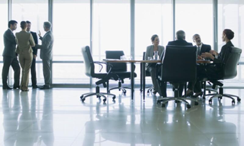 Los teóricos del gobierno corporativo apoyan una relación más eficiente y transparente entre accionistas y directores. (Foto: Getty Images)
