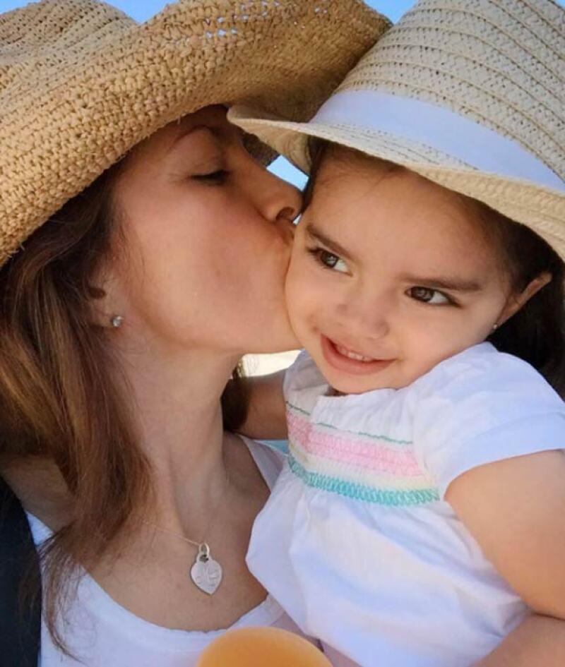 Alessandra se mostró agradecida con la vida por tener a Aitana.