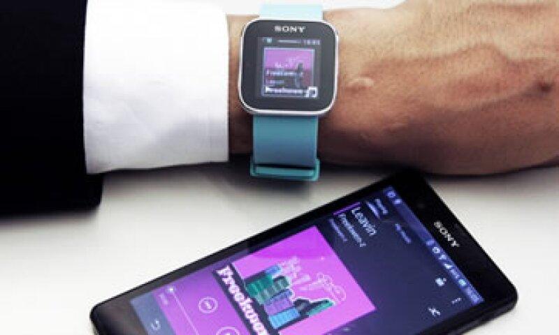 La mayoría de los smartwatches son extensiones del smartphone, como en el caso de Sony. (Foto: Getty Images)