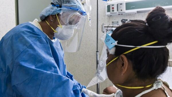 """Atención de mamás diagnosticadas con COVID-19 en el Hospital Materno Perinatal """"Mónica Pretelini Sáenz"""", sus bebés son reportados como estables y se les aplica las vacunas y realiza una prueba de coronavirus para descartar que ha sido infectados."""