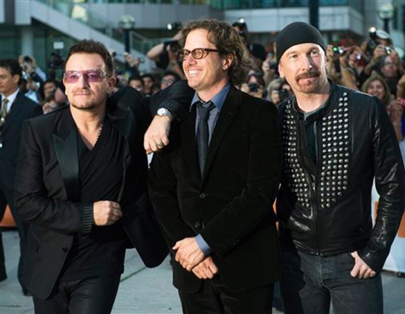Bono, Davis Guggenheim y The Edge en la presentación del documental `From the Sky Down´.