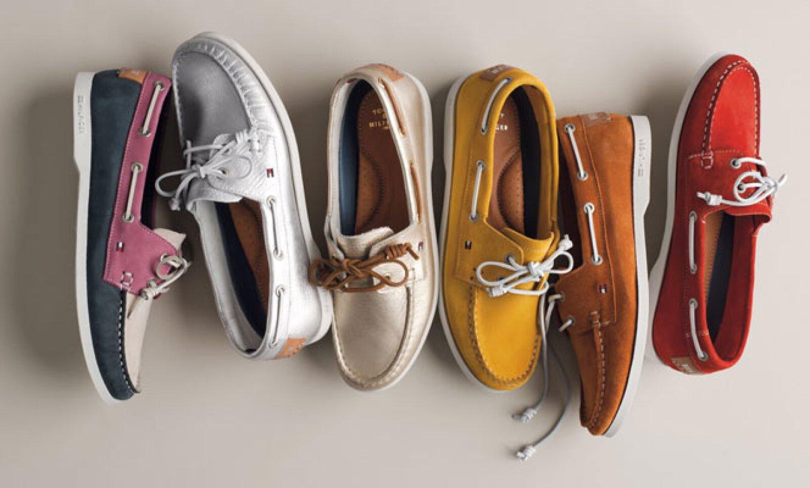 Zapatos deportivos pero con un toque elegante pueden darle un toque diferente a tu 'outfit'.