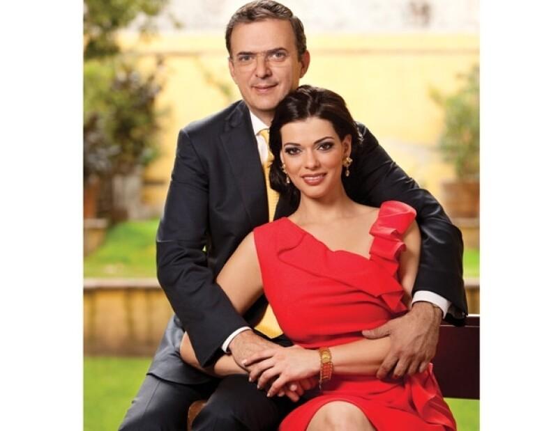 Marcelo Ebrard y Rosalinda Bueso se casarán por lo civil hoy por la noche.