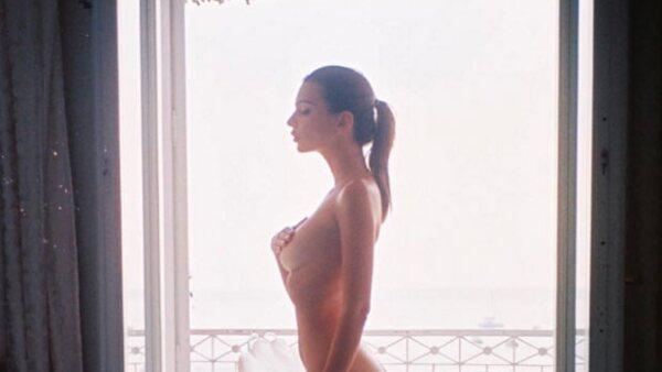 En un ensayo para el website de Lena Dunham, la supermodelo reveló que cuando era joven sufrió de las constantes presiones de su familia y amigos por su aspecto tan desarrollado a tan corta edad.