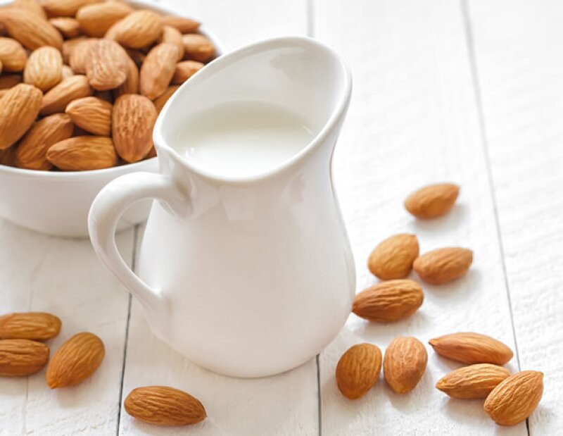Sufrir de intolerancia a la lactosa es más común de lo que crees. Te presentamos alternativas naturales para combatir este mal.