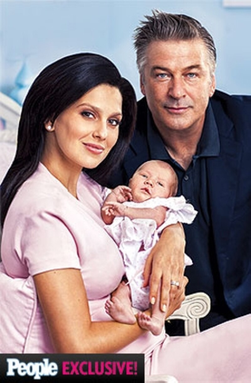 La pareja se tomó su primer foto familiar para presumir a la pequeña Carmen Gabriela Baldwin, quien llegó a sus vidas el pasado 23 de agosto.