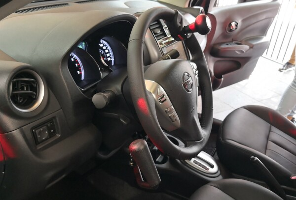 Nissan Versa Hand Control lado.jpg