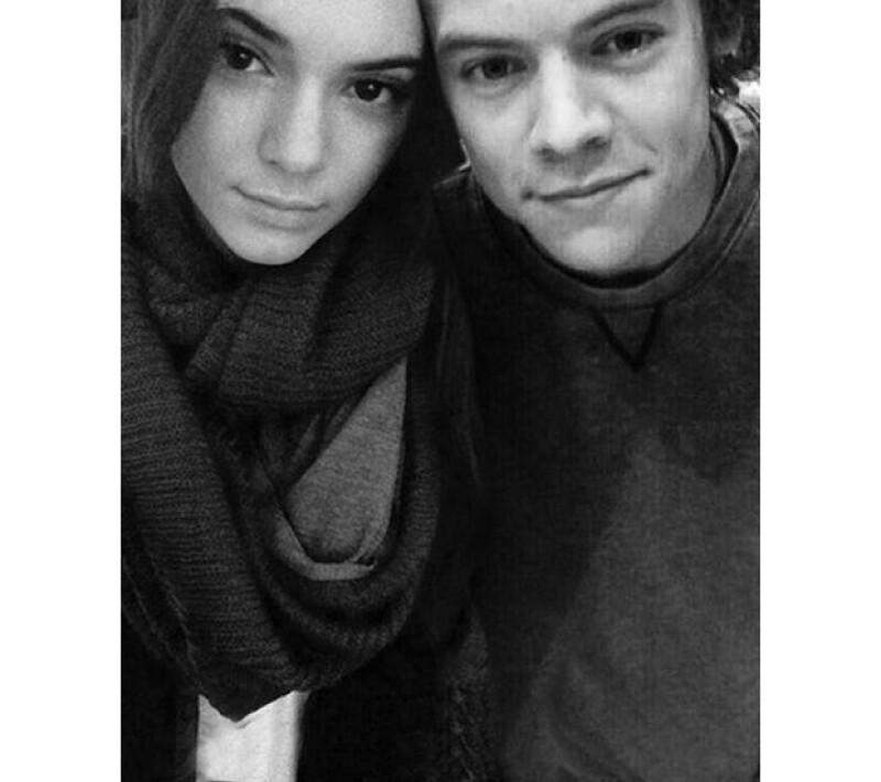 La modelo le pidió al cantante que la acompañe, como amigo, a la boda de su media hermana y el rapero. Por supuesto que Harry, ya aceptó.