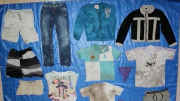 Galería de impunidad. Publican fotos de prendas halladas en fosas clandestinas