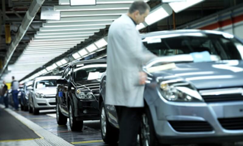 Al menos tres plantas han cerrado por la falta de partes automotrices, de acuerdo con la Cámara de Fabricantes Venezolanos de Productos Automotores. (Foto: GettyImages)