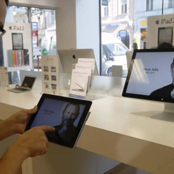 Esta tienda en Praga despliega la página principal de Apple, al igual que cientos de tiendas alrededor del mundo.