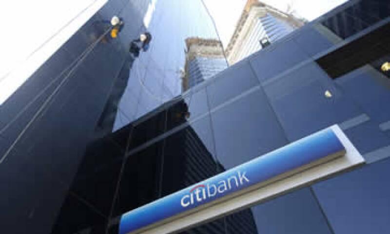 El banco quedó entre la espada y la pared en el caso de la disputa entre Argentina y sus acreedores. (Foto: Reuters )