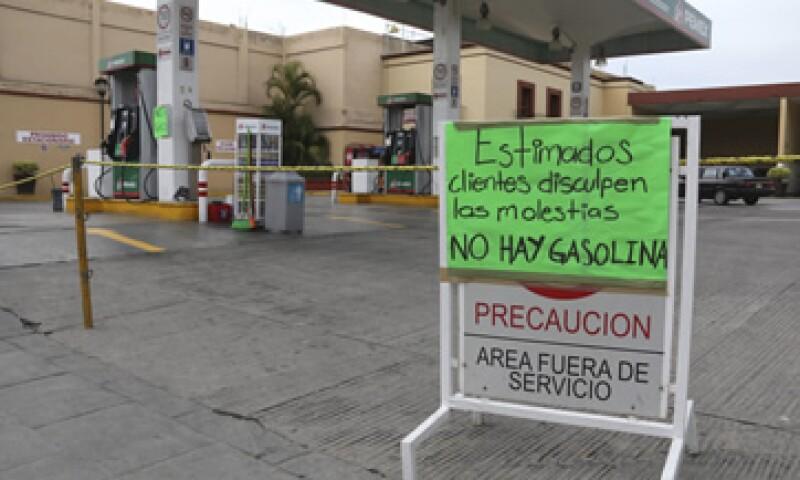 La escasez de gasolinas en la capital de Oaxaca ha ocasionado compras de pánico. (Foto: Cuartoscuro )