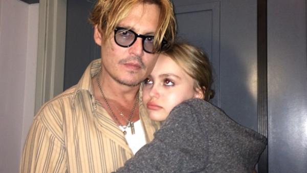 Como a todo buen papá, al actor le preocupa que Lily-Rose Depp, de 16 años, esté creciendo muy rápido en el medio.