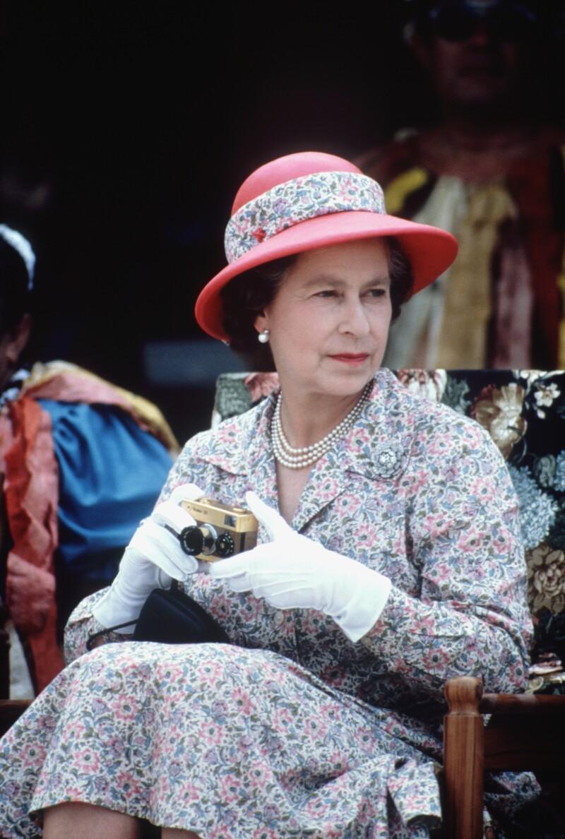 Isabel con cámara de fotos en 1982.