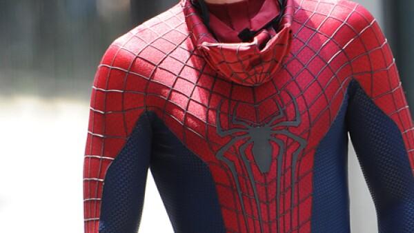 Aislinn Derbez: Es un poco extraño pero me gusta, Andrew Garfield, el de Spider-Man. Me gusta que sea tierno, pero no se de cuenta.