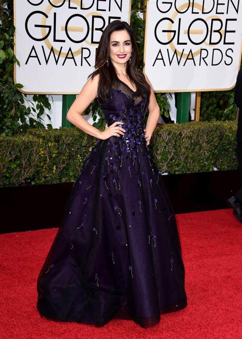 La actriz mexicana lució guapísima en un vestido Carolina Herrera.