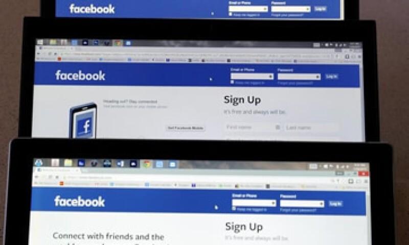 Facebook puede seleccionar fotos y videos para ser cargados teniendo en cuenta la potencia de las conexiones. (Foto: Reuters )