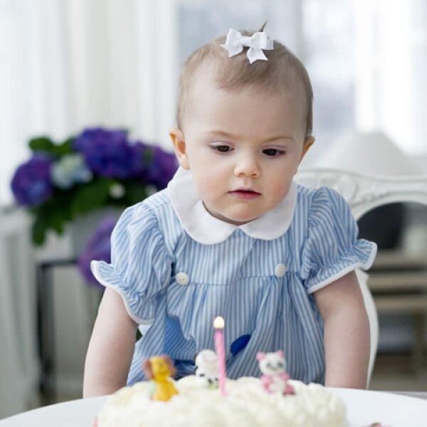 La Princesa Estelle Silvia Ewa Mary, Duquesa de Östergötland, nació el 23 de febrero de 2012.