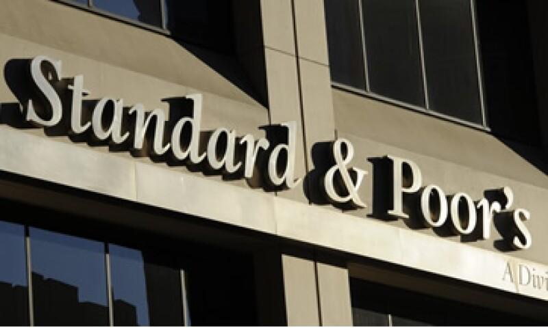 Standar & Poor's y otras calificadoras advirtieron que las reformas que podrían enfrentar darán menos opciones a los inversores. (Foto: AP)