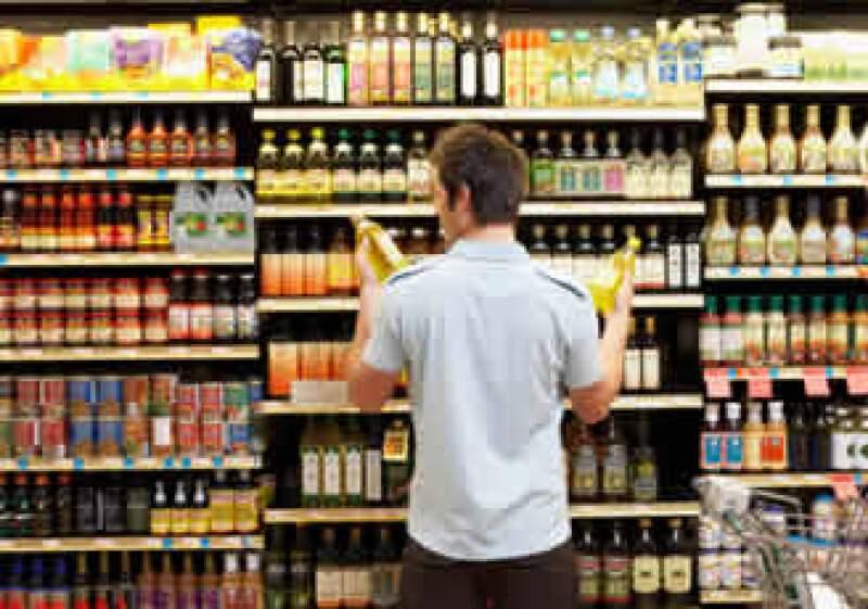 El panorama laboral negativo provoco una baja en la confianza de los consumidores de EU. (Foto: Jupiter Images)
