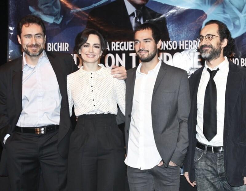 La productora teatral Tina Galindo nos platicó sobre la relación que sostienen ambos actores en la puesta en escena 'Nadando con Tiburones&#39.