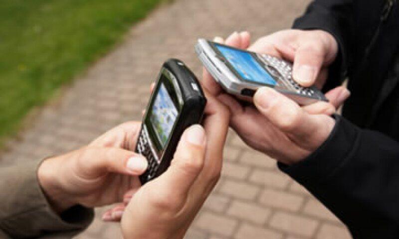 El 53% de los mexicanos que tienen un teléfono inteligente lo utiliza a diario. (Foto: Thinkstock)