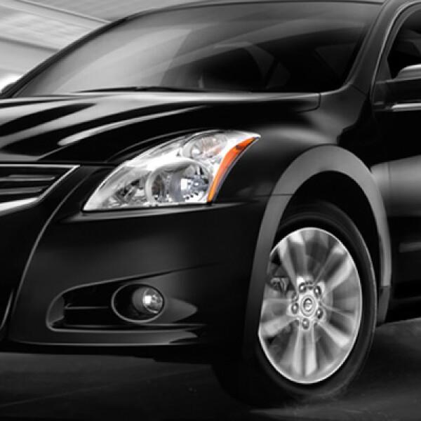 El Altima alcanzó el tercer escalón en los de lujo, con 3.043 coches vendidos.