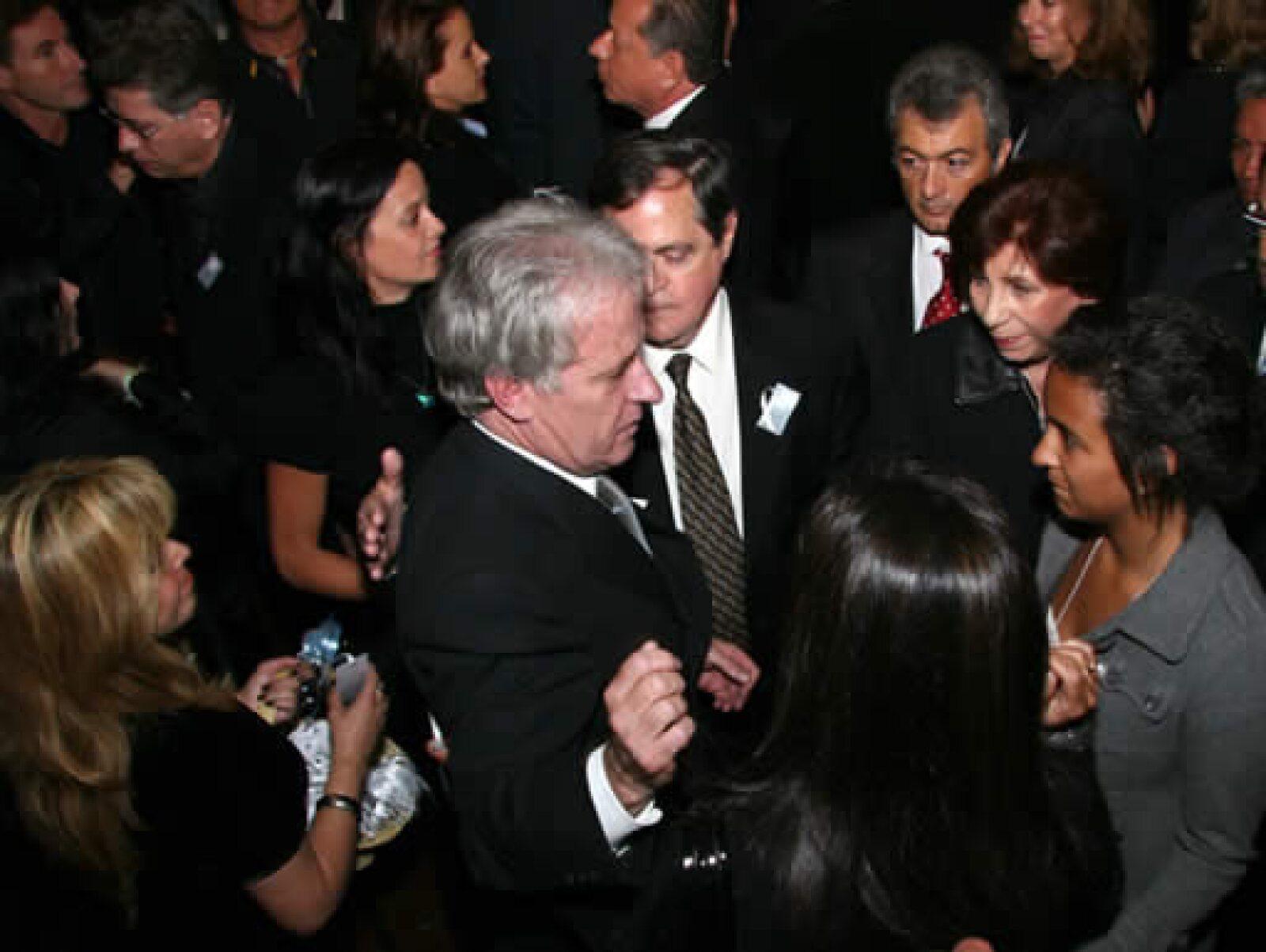 En la ceremonia dedicada a Fernando, su padre también recibió al empresario Alfredo Harp Helú, quien hace tiempo fue víctima de un secuestro.