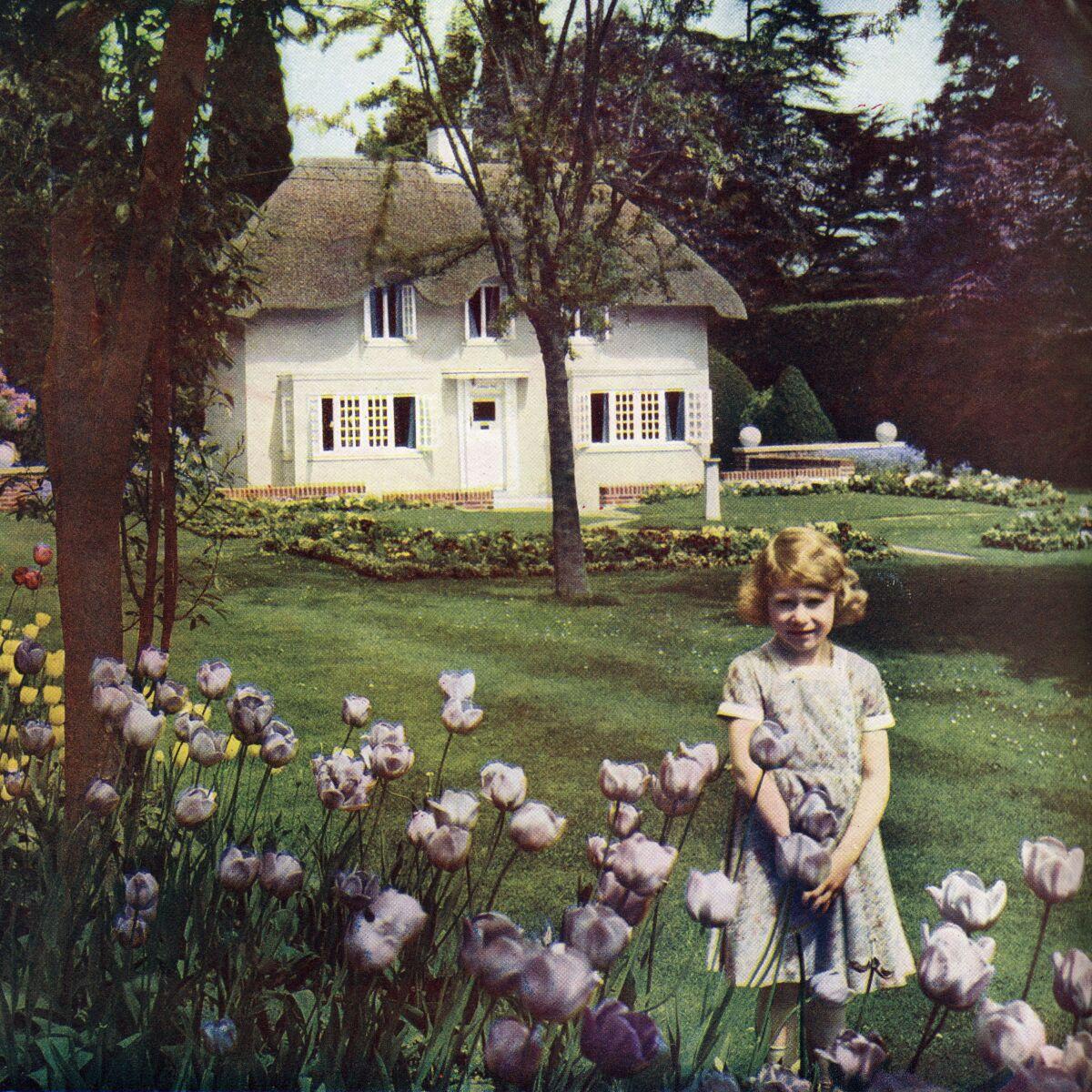 Así era el primer 'mini' palacio que la reina Isabel II ...  Así era el pri...