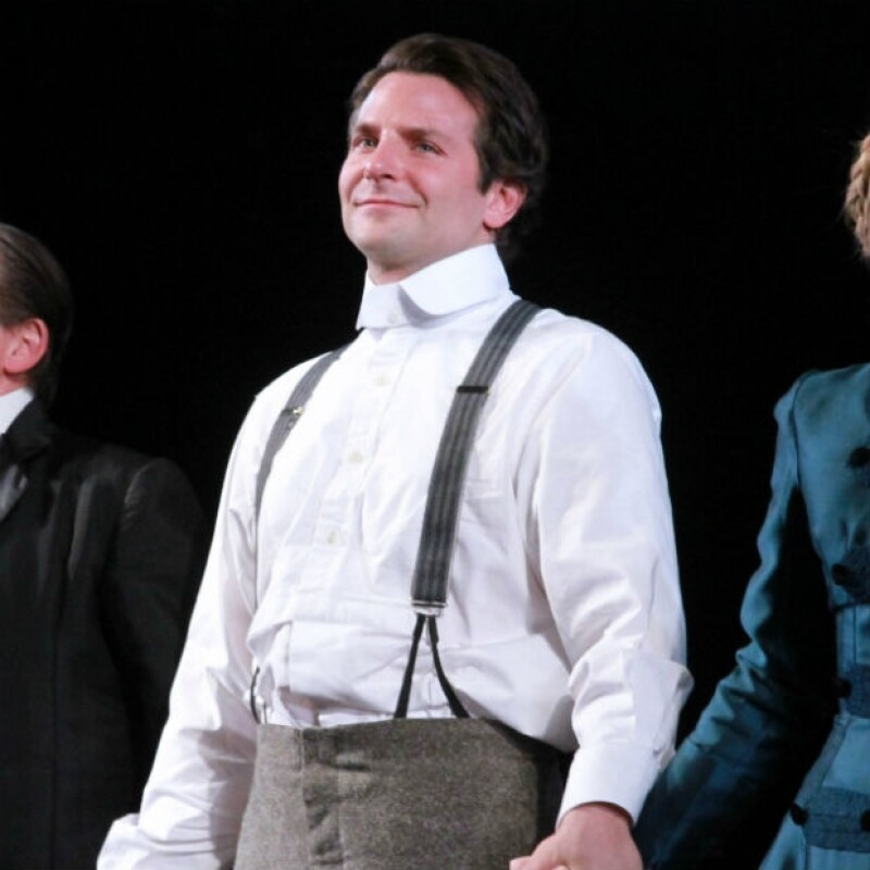 """Bradley Cooper estrenó en noviembre la obra """"The Elephant Man"""" en Broadway."""