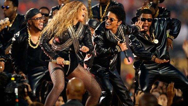 Beyoncé cantó su nueva canción Formation.