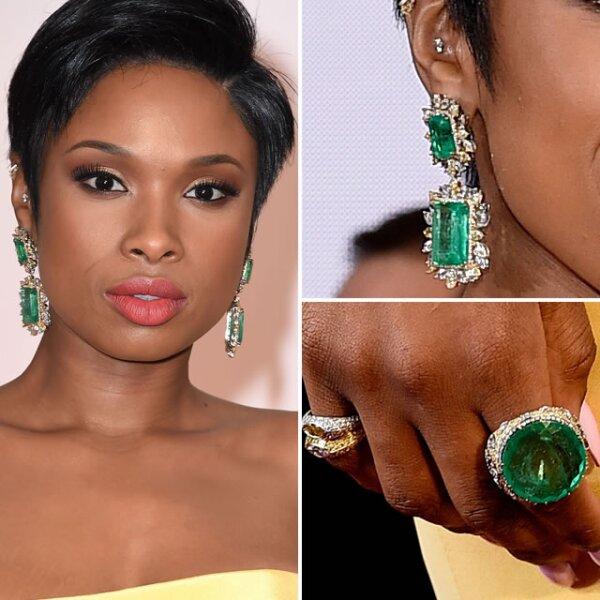 Jennifer Hudson deslumbró con aretes y anillo con esmeraldas de Lorraine Schwartz.
