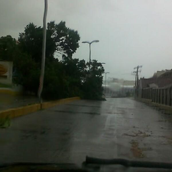 calle con lluvias enboca del rio