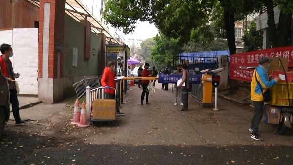 Así se vive la progresiva reanudación de la actividad en Wuhan, cuna del virus