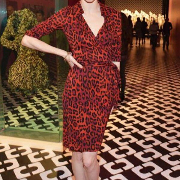 Coco Rocha no pudo faltar a la celebración del 40 aniversario del vestido en Los Ángeles.