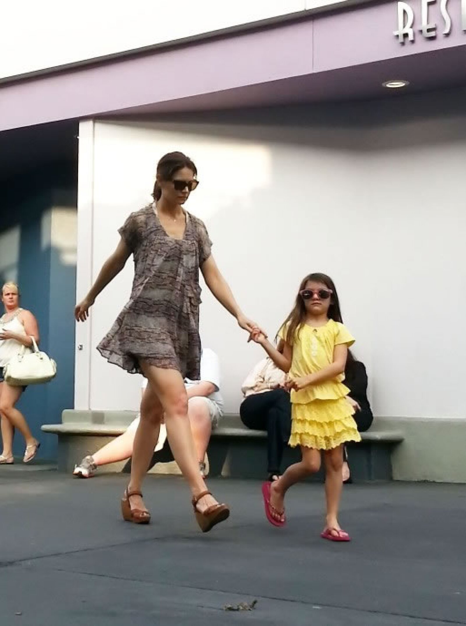 La última vez que captaron a Suri con Katie fue en Disney.