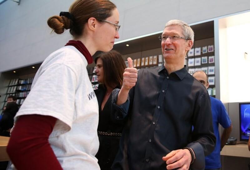 El CEO de Apple comenzó a recibir poco más de 100 followers por segundo luego de publicar por primera vez un mensaje en dicha red social.