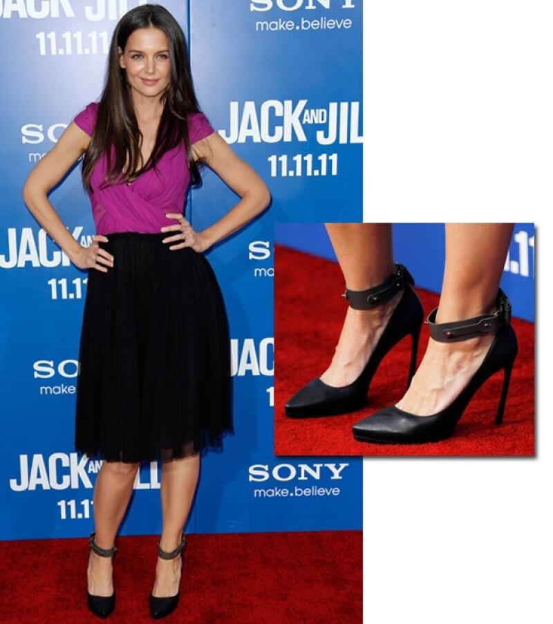 La actriz se presentó a la premiere de la cinta `Jack and Jill´, donde comparte créditos con Adam Sandler y Eugenio Derbez. Lució espectacular, como hace mucho no se le veía.